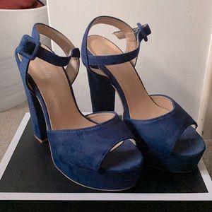 Blue suede platform sandals. Size 38EU